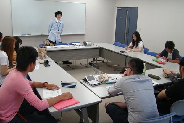 GLOBAL SQUARE外国語勉強会の様子  GLOBAL SQUAREでは、語学学習に明確な